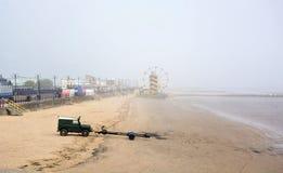 Cleethorpesstrand op een nevelige ochtend Lincolnshire het UK stock afbeelding