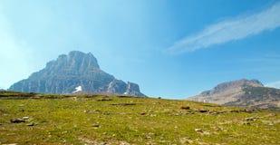 Clement Mountain según lo visto de rastro ocultado del lago en Logan Pass en Parque Nacional Glacier durante los 2017 fuegos de l Imagen de archivo