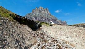 Clement Mountain som sett från gömd sjöslinga på Logan Pass i glaciärnationalpark under de 2017 nedgångbränderna i Montana USA arkivfoton