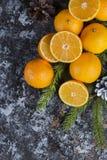 Clementina fresca de la mandarina en el fondo de madera Imágenes de archivo libres de regalías