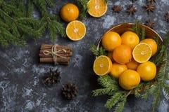 Clementina fresca de la mandarina en el fondo de madera Imagen de archivo libre de regalías