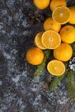 Clementina fresca de la mandarina en el fondo de madera Fotos de archivo libres de regalías