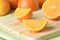 Clementina o mandarina cortada Fotos de archivo libres de regalías