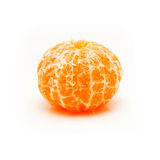 Clementine med segment på en vit bakgrund Arkivbild