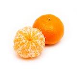 Clementine med segment på en vit bakgrund Royaltyfri Fotografi