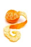 Clementine med segment på en vit bakgrund Royaltyfri Bild