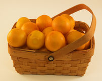 Clementine Oranges organica in un canestro Fotografie Stock