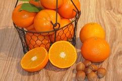 Clementines i en korg Royaltyfri Bild