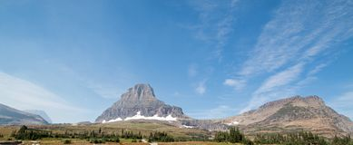 CLEMENTS MOUNTAIN ON LOGAN PASS UNDER CIRRUS CLOUDS DURING THE 2017 FALL FIRES IN GLACIER NATIONAL PARK IN MONTANA USA stock photos