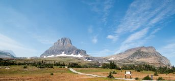CLEMENTS MOUNTAIN TOWERING ABOVE HIDDEN LAKE HIKING TRAIL ON LOGAN PASS DURING 2017 FALL FIRES IN GLACIER NATIONAL PARK MONTANA US royalty free stock photography