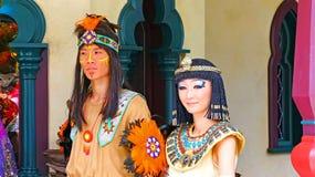 Cleopatra och infödingindier på disneyland Hong Kong Arkivfoton