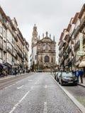 Clerigos教会和街道在波尔图,葡萄牙 库存照片