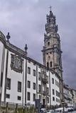 Clerigos kyrka i Oporto med tornet Royaltyfri Bild