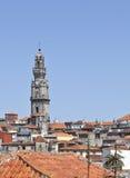 Clerigos-Turm und alte Stadt Porto Lizenzfreies Stockbild