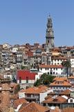 Clerigos-Turm und alte Stadt Porto Lizenzfreie Stockfotos
