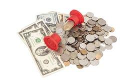 Clessidra con le banconote e le monete dei dollari Immagine Stock Libera da Diritti