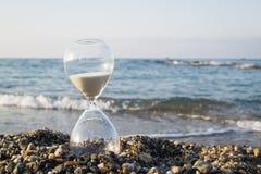 Clessidra sulla spiaggia Fotografia Stock Libera da Diritti