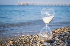 Clessidra sulla spiaggia Fotografia Stock