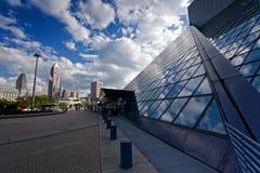 Cleveland †'Lipiec 14: skały & rolki hall of fame projektujący obok Obraz Stock