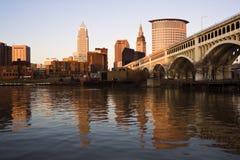 Cleveland bij zonsondergang royalty-vrije stock afbeeldingen