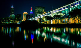 Cleveland Flats en la noche imagen de archivo