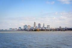 Cleveland linia horyzontu od Jeziornego Erie Obraz Stock