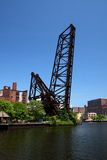 Cleveland-Ohio angehobene Eisenbahn-Brücke Stockfoto