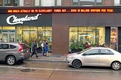 Cleveland Ohio Visitors Center na avenida de Euclid em Cleveland do centro que anuncia mais de 18 milhão visitantes pelo ano fotografia de stock royalty free