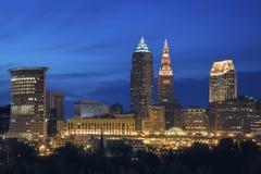 Cleveland-Skyline am Abend stockbild