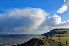 Cleveland Way-mening van Ravenscar-klippen en de Noordzee stock afbeeldingen