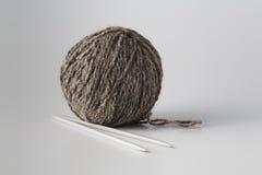 Clew av grått garn arkivfoton
