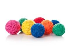 Clews di colore per lavorare a maglia immagine stock