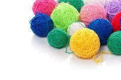 Clews di colore per lavorare a maglia fotografia stock libera da diritti