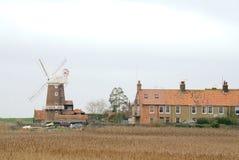 Cley-Dorf über den Röhrichten Stockfotografie