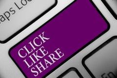 Clic des textes d'écriture comme la part L'Internet de signification de concept partageant le bouton en ligne suivant de clavier  images libres de droits