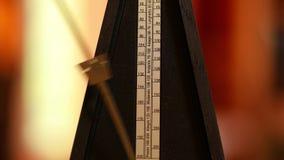 Cliccare classico del metronomo stock footage