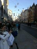 Client dans Regent Street de Londres cassant un tir Image stock