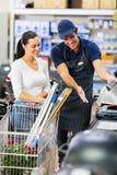 Client de travailleur de supermarché photos libres de droits