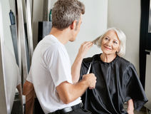 Client Instructing Hairdresser In Salon Royalty Free Stock Photography