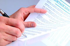 Client signing the mortgage loan agreement. For the purchase of a new home Royalty Free Stock Photos