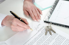 Client signing a real estate contract Royalty Free Stock Image