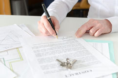 Client signing a real estate contract Stock Images