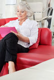 Client Using Digital Tablet At Salon Royalty Free Stock Photography