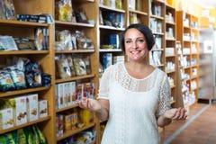 """cliente del ¿del ï"""" que compra suplementos dietéticos Imagen de archivo"""