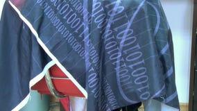 Cliente della sedia di barbiere video d archivio