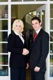 Cliente di riunione di agente immobiliare immagini stock libere da diritti