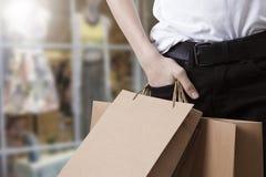 Cliente e sacchetti della spesa immagine stock libera da diritti
