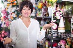 Cliente en floristería Imagen de archivo