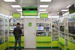 Cliente na farmácia Foto de Stock Royalty Free