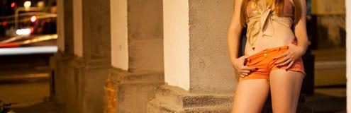 Cliente que espera de la prostituta para Imagenes de archivo